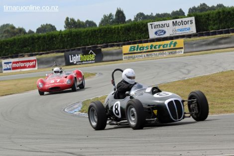 Phil Thomson (8) in his 1959 Daimler Special, 2500 cc