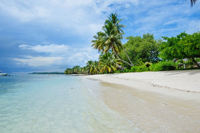 Best beaches for bookworms - princesse bora