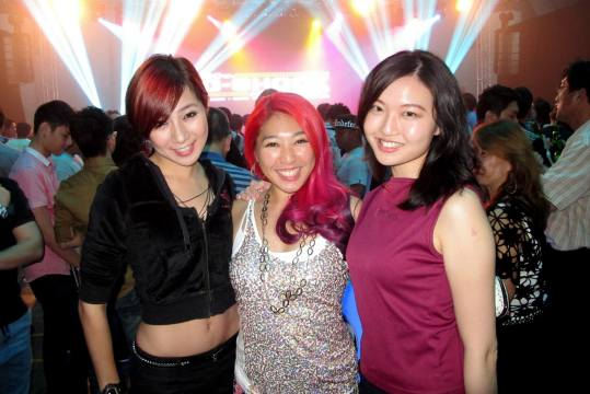 Wan Ting with Cecilia Yong the reknowned Malaysian dancer, and Linora from Mixx FM