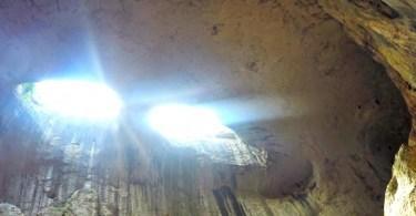 пещера очите на бога или темната дупка