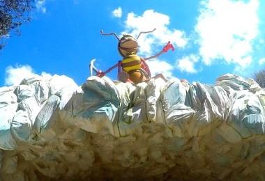 Тази мравка ни посрещна пред входа на пещерата