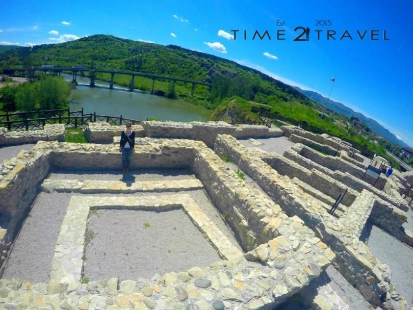 Крепостните стени на Калето Мездра