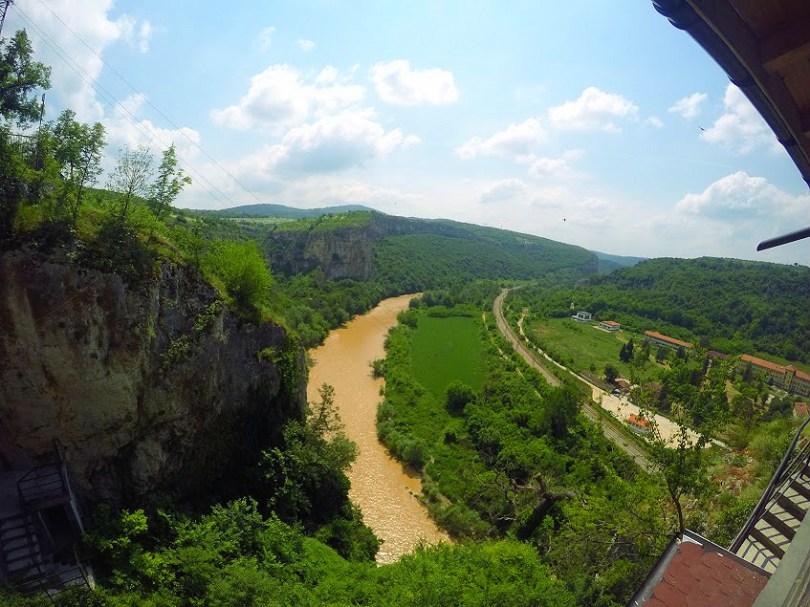 Гледка към река Искър от пешерен дом петър Трантеев