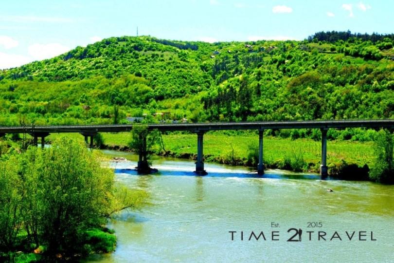 Река Искър, която минава покрай крепостта