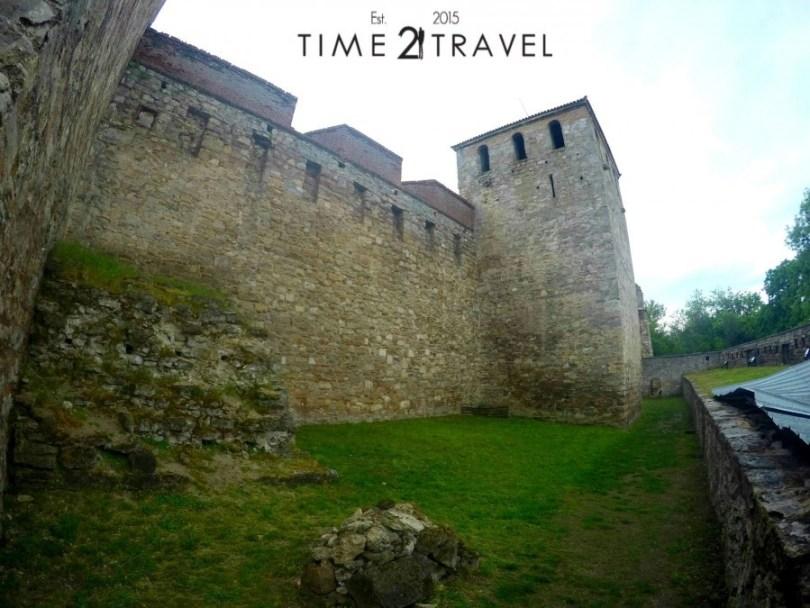 Крепостта и една от кулите и