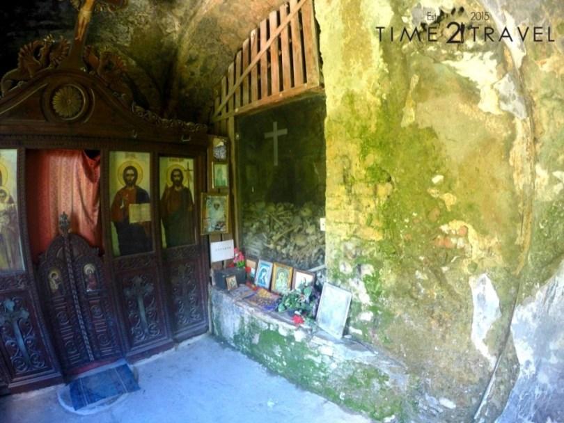 Черквата и костницата на манастира
