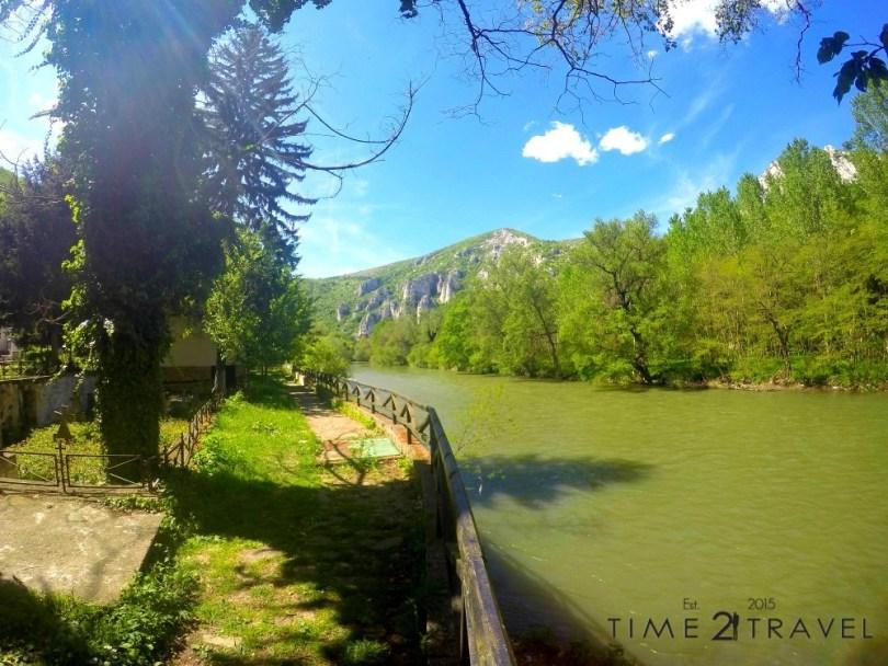 Река Искър, минаваща покрай Черепишки манастир