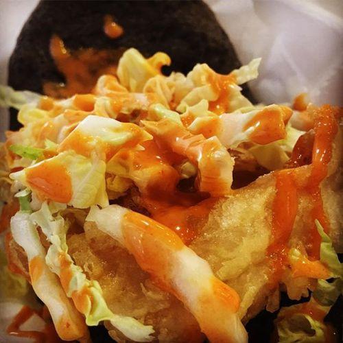 hirata bun with tempura chicken