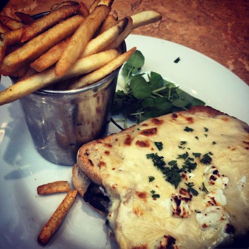 I went with the classic grilled Emmental cheese sandwich on sourdough with béchamel sauce, served with frites. The filling I chose was Portobello mushroom with baby spinach, goat's cheese and a drizzle of truffle oil.
