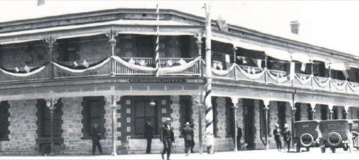 The first Renmark Hotel 1920s.