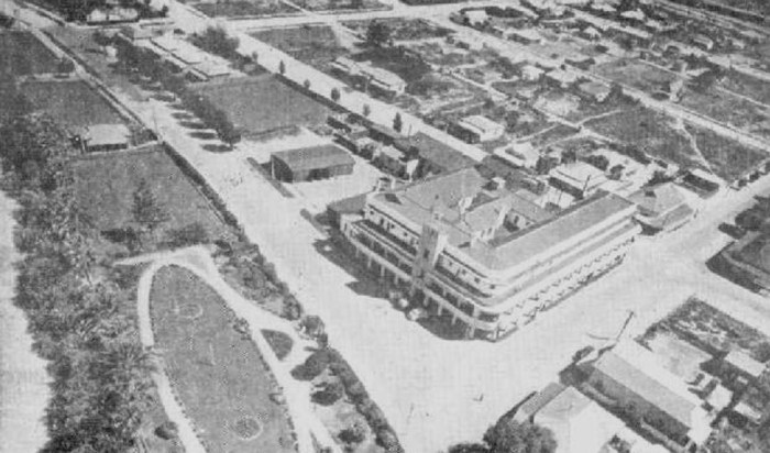 An aerial view of the Renmark Hotel, Renmark, South Australia 1947.