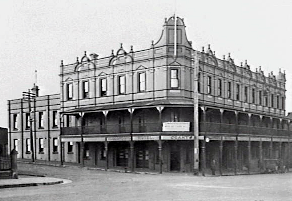 The Wollonong Hotel in 1940. This is similar to how the pub would have looked at the time of the strike before the balcony was removed during the mid 1950s.