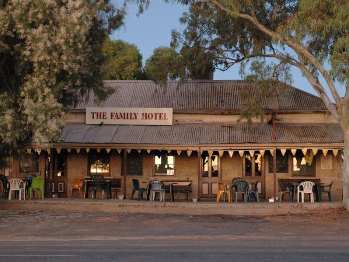 family-hotel-tibooburra-nsw-outside