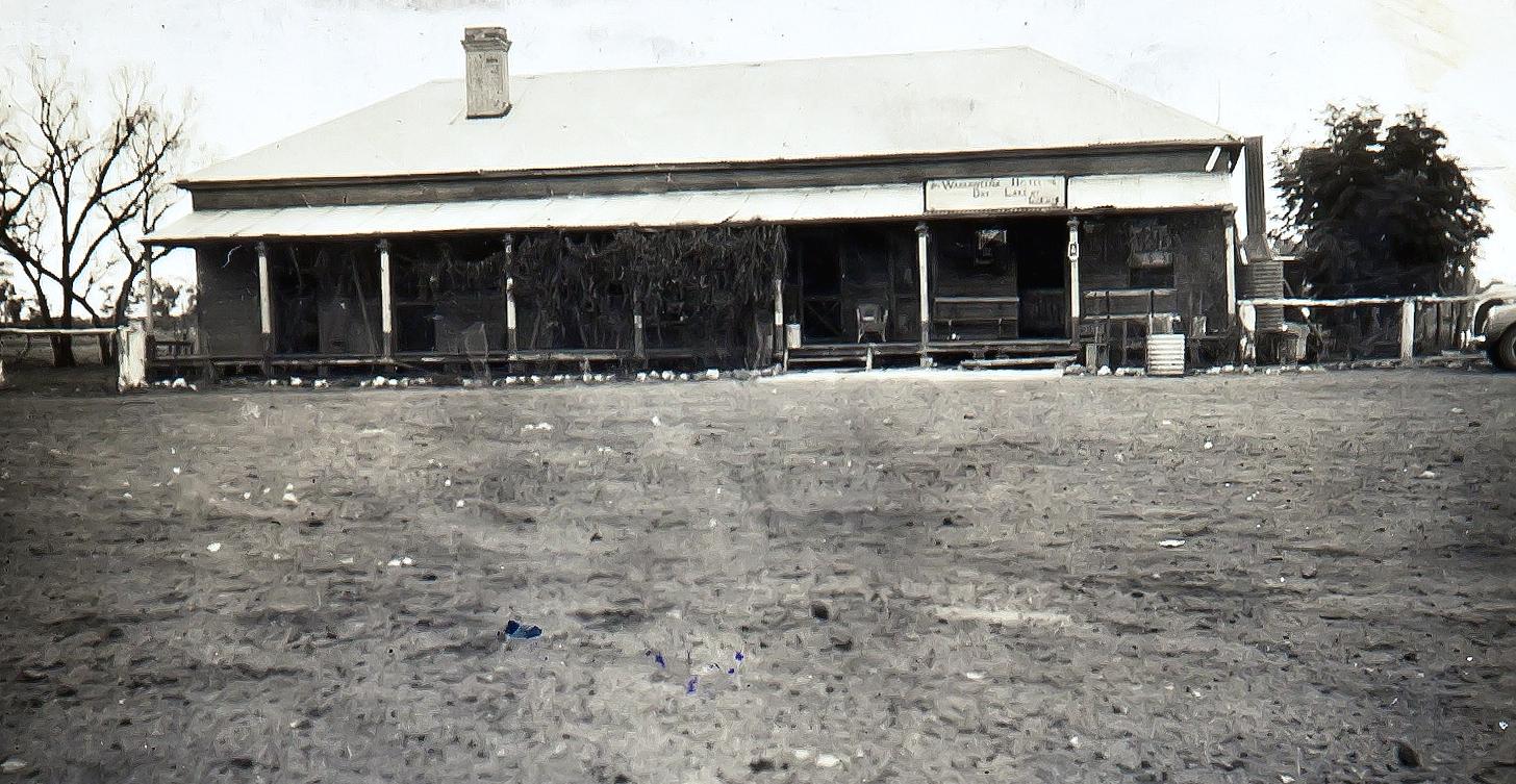 Warraweena Hotel Dry Lake