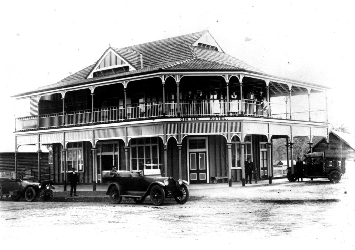 Gin Gin Hotel ca. 1920.tiff
