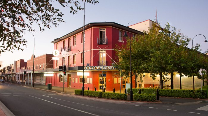 Romanos Hotel former commercial hotel wagga