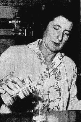 Hotel Kingston barmaid 1962