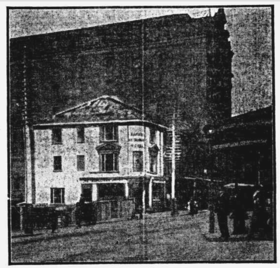 METROPOLITAN AT THE CORNER OF GEORGE AND BRIDGE ST SYDNEY 1910