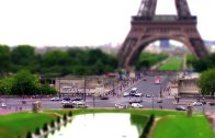 Paris in Timelapse: tourists and Parisians