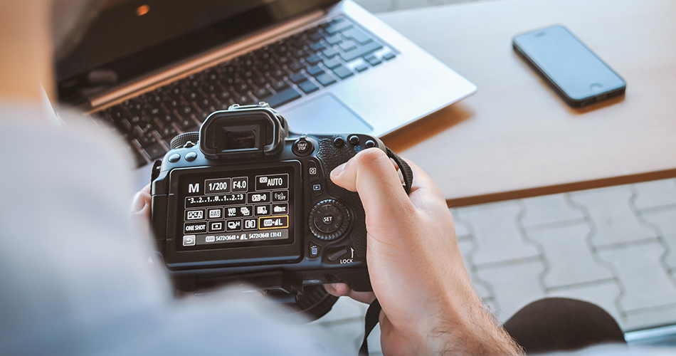 Choose the manual mode of your camera