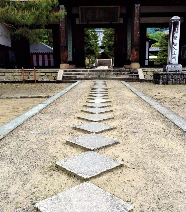 Stoned footpath leads to Mampukuji Temple