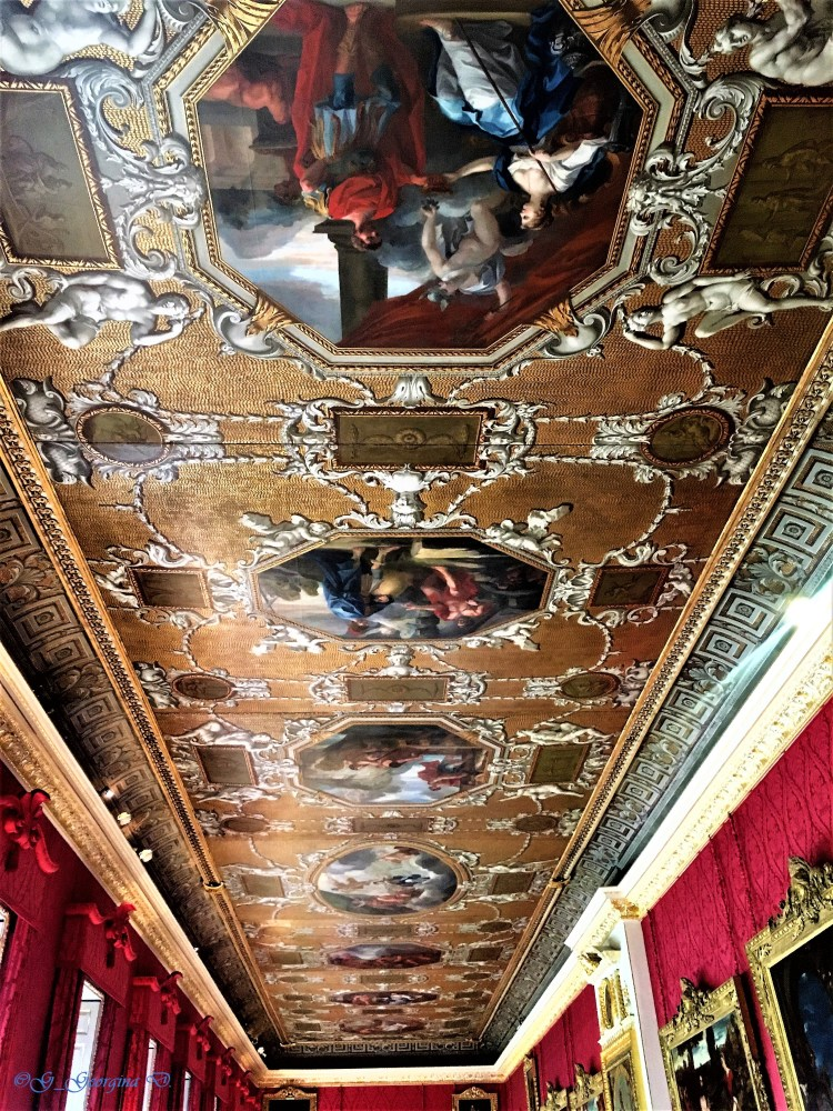 Kensington Palace: The Kings Gallery - Don't forget to look up!