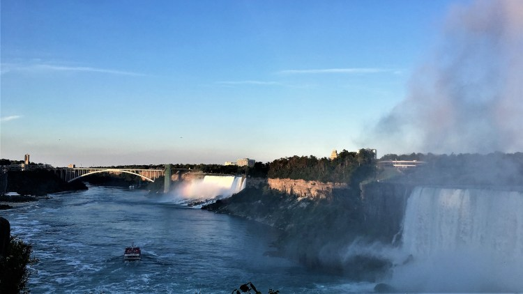 Niagara Falls: Experience the sunset over the Rainbow Bridge and the American Falls