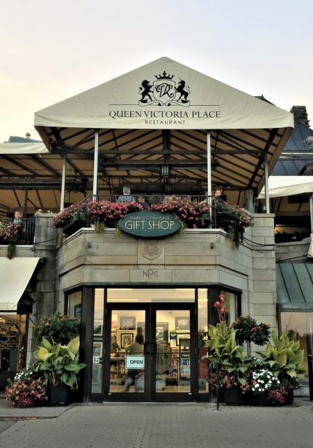 Niagara Falls: Take a break here at Queen Victoria's Place for some coffee and shop for souvenirs.