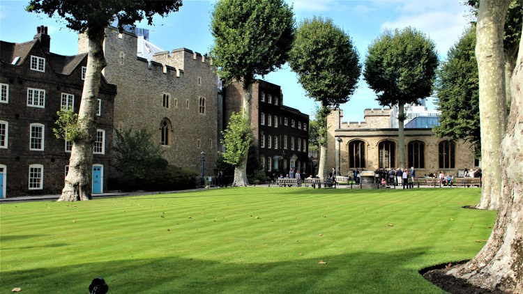 Tower of London = Chapel Royal | Britain's Most Well Travelled Ghost
