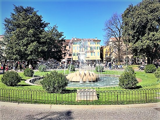 Fontana delle Alpi. Piazza Bra, Verona