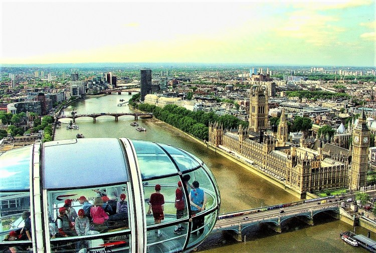 London Eye: Unobstructed views of the Houses of Parliament