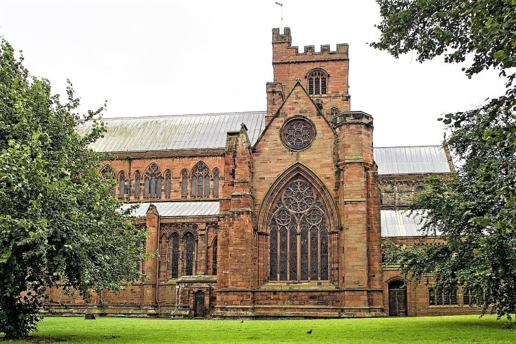 carlisle cathedral | train travel in uk