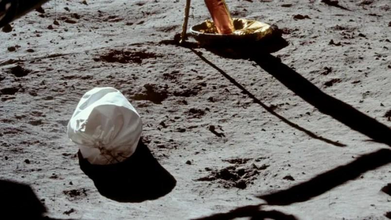 O que teria acontecido com os 96 sacos de excrementos deixados na Lua pela NASA?