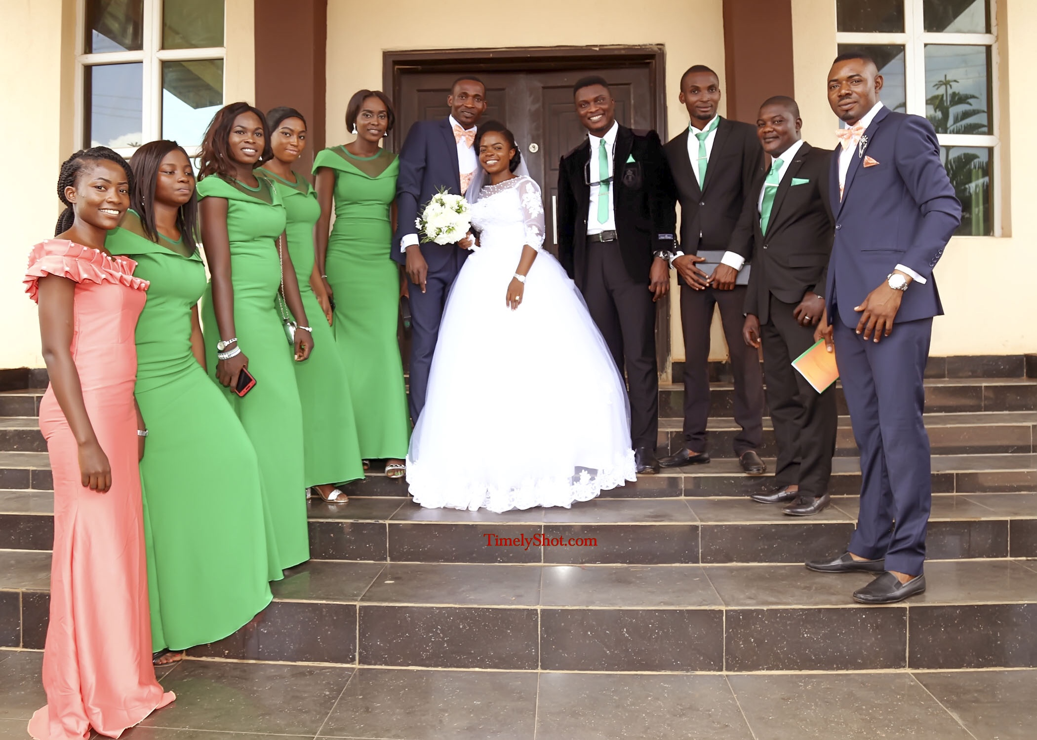 grooms men and brides maid and couple