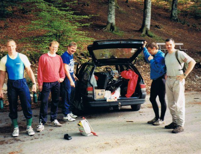 Een training in het Belgische Herbeumont o.l.v. Kevin Mc Cabe. Kevein had een edr eerste mij bekende Outdoor zaken in Borculo. Een kleurrijke gast waar we ook wel wat van hebben opgestoken.
