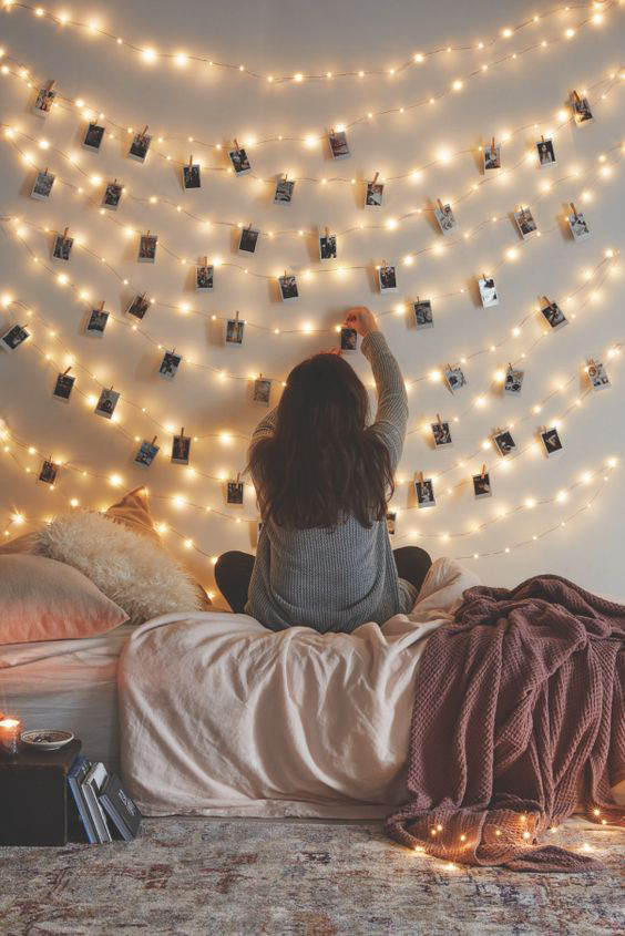 Photo string lights on Christmas. Bedroom lights decoration ideas. pin your favorite pics on the side wall of your bedroom to make them more memorable and beautiful decoration on Christmas.