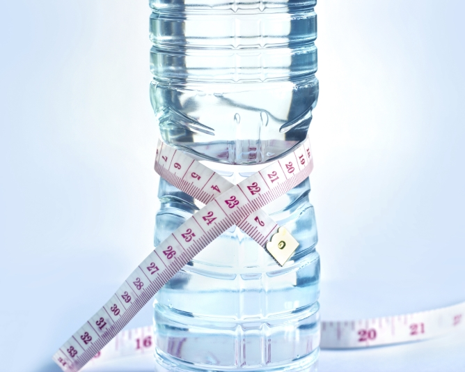 How to drink water for weight loss? Find when you should drink for fast weight loss as per your age, gender and health condition. Weight loss tips for obese people.