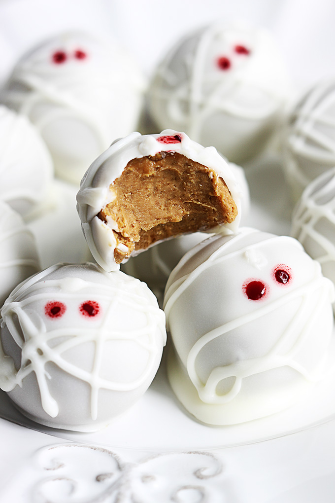 No-Bake Pumpkin ghost Cheesecake truffles for Halloween. Get 22 more Halloween dessert recipes ideas for party. Best Halloween treat ideas for adults. Cute Halloween dessert recipes for party. Halloween ghost eyes cupcake for kids. Easy to make Halloween spooky foods ideas for kids. Pumpkin truffles for Halloween treats. Easy Halloween food ideas for party. Easy Halloween treats for kids. Halloween treats for school parties. Halloween tricks and treats food ideas. Halloween food ideas for adults. Halloween homemade dessert idea.