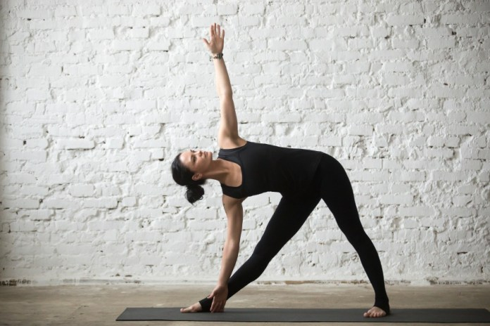 Stretch your body in this 30-minute morning yoga workouts sequence for beginners. Easy yoga poses for beginners to stretch body and increase flexibility.
