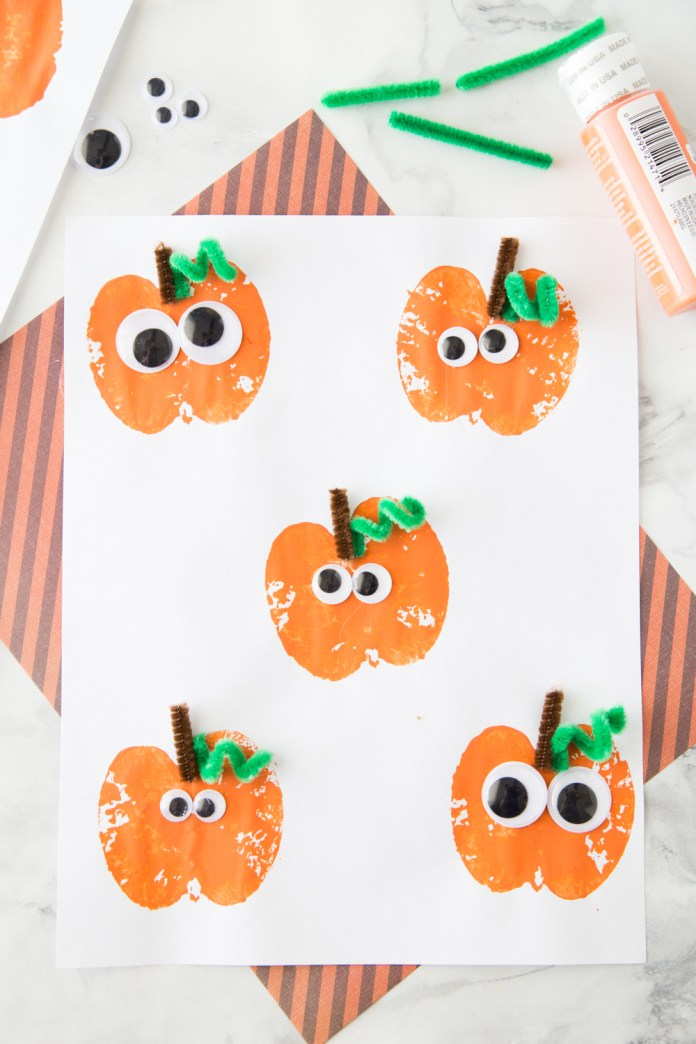 This Apple Stamping Pumpkin Craft is such a fun harvest time activity for the kids on Halloween. Try 15 more Easy Halloween craft ideas for party and decorations.