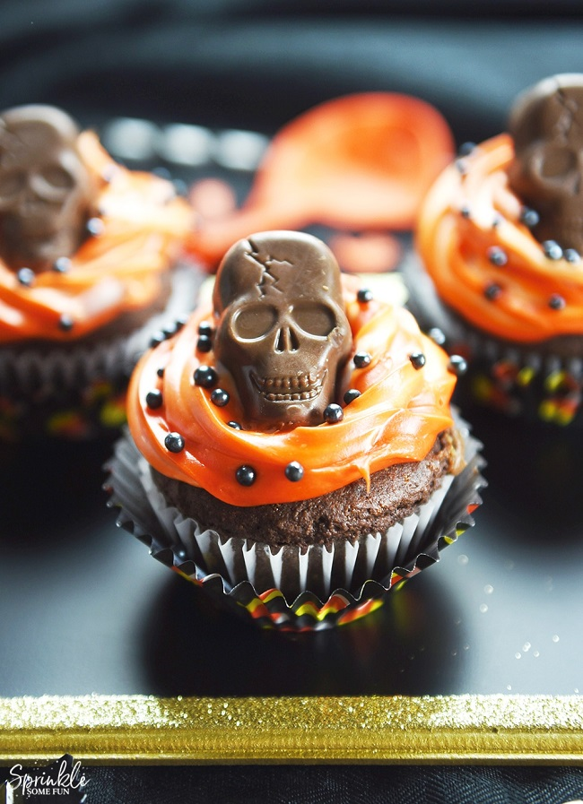 Butterfinger Skull Cupcakes. Make some cupcakes using Butterfinger and Butterfinger Skulls Peanut Butter Cups. Easy, fun, and spooky Halloween cupcakes.