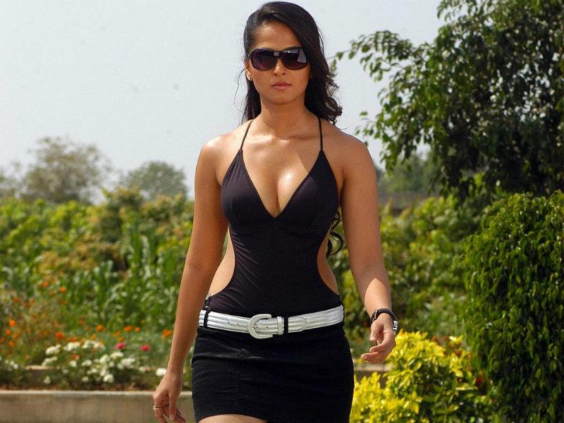 Hot HQ and HD Throwback image of beautiful actress Anushka Shetty