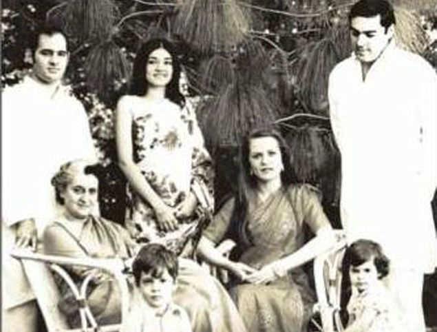 Image result for sonia gandhi maneka gandhi