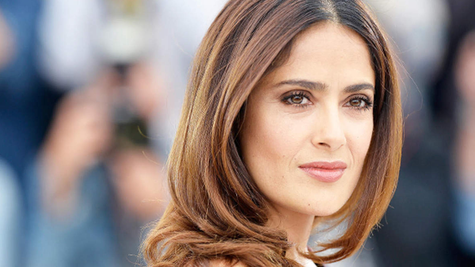 Salma Hayek reveals she had a near fatal COVID-19 experience last year, says she is still feeling the effects of the illness   English Movie News – Hollywood – Times of India