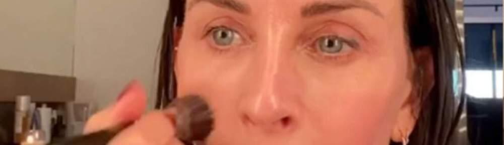 Courteney Cox's makeup tutorial is trending
