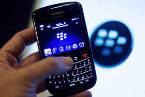 BlackBerry-maker RIM may split business: Report