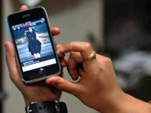 Free mobile phones for all poor families, UPA promises