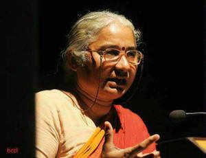 Top netas deny Medha Patkar's bribery charges