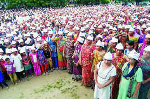 5,000 Gujarat farmers protest against Maruti plant