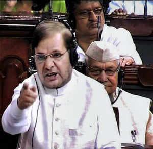 Sharad, Mulayam seek law to curb runaway population